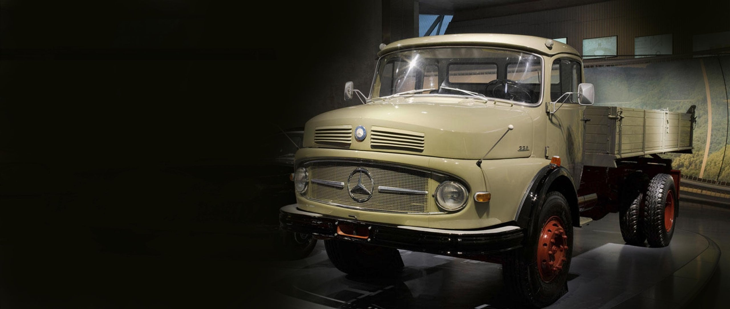 Mercedes-Benz LK 338 Kipper.