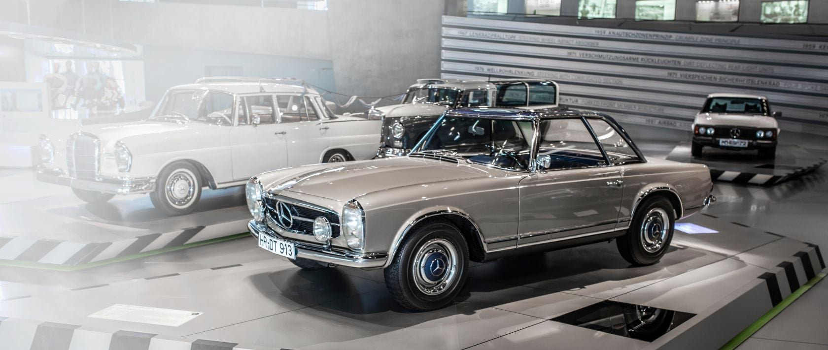 Mercedes-Benz 230 SL.