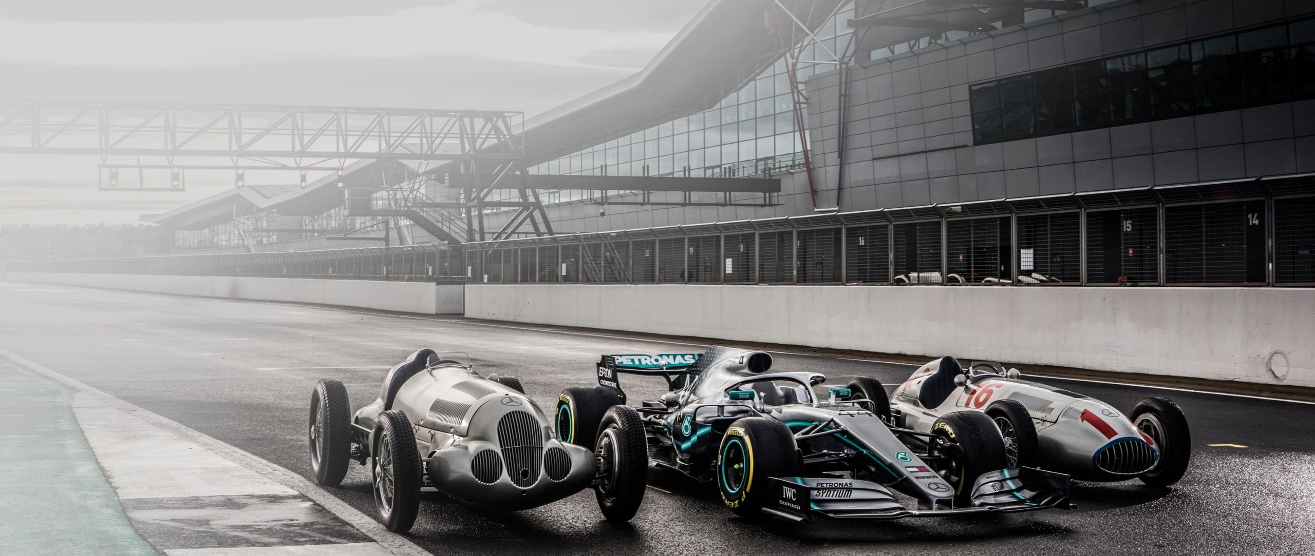 125 years of motorsports at Mercedes-Benz: Parade of stars in Silverstone.