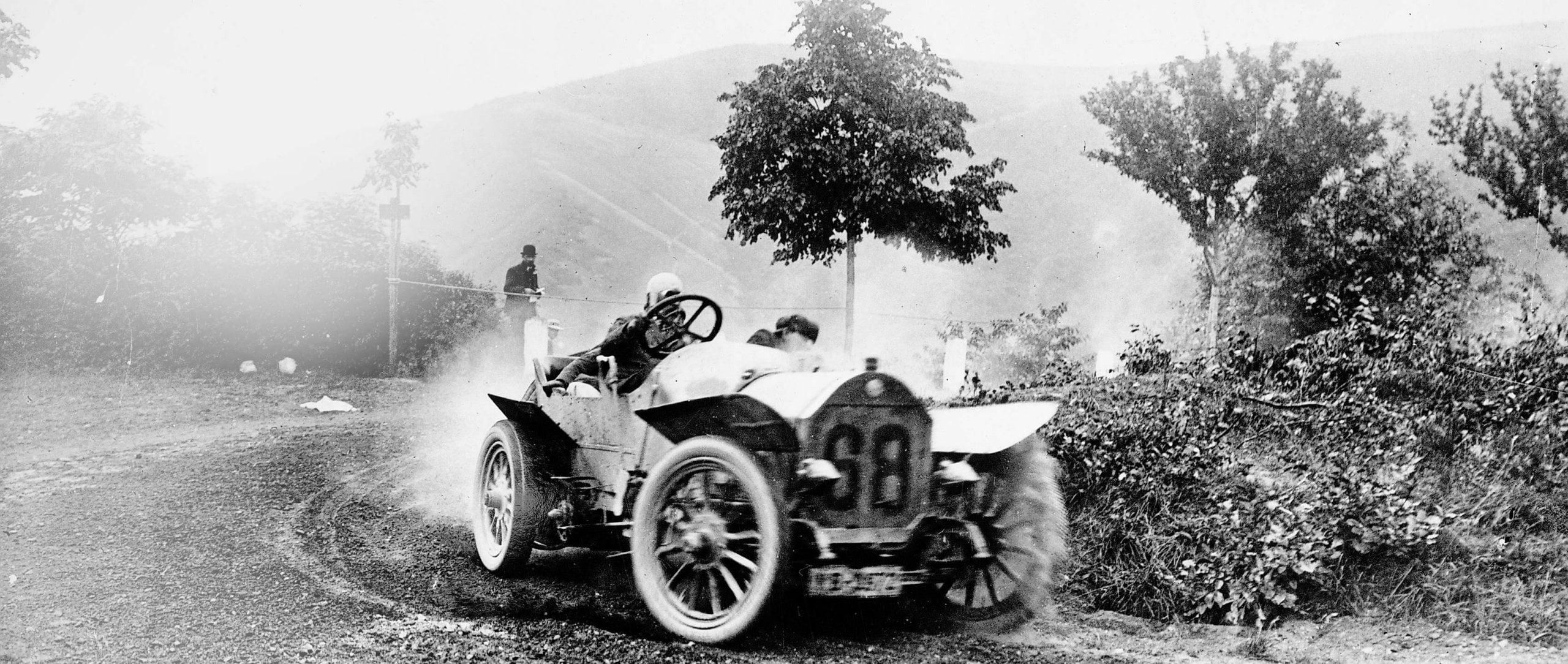 Fritz Erle (number 68) won the first Prince Heinrich Tour in a 50 PS Benz special touring car. The tour covered 2201 kilometres from 9 to 17 June 1908, taking place in Berlin, Stettin, Kiel, Hamburg, Hanover, Cologne and Trier on the way to Frankfurt/Main.