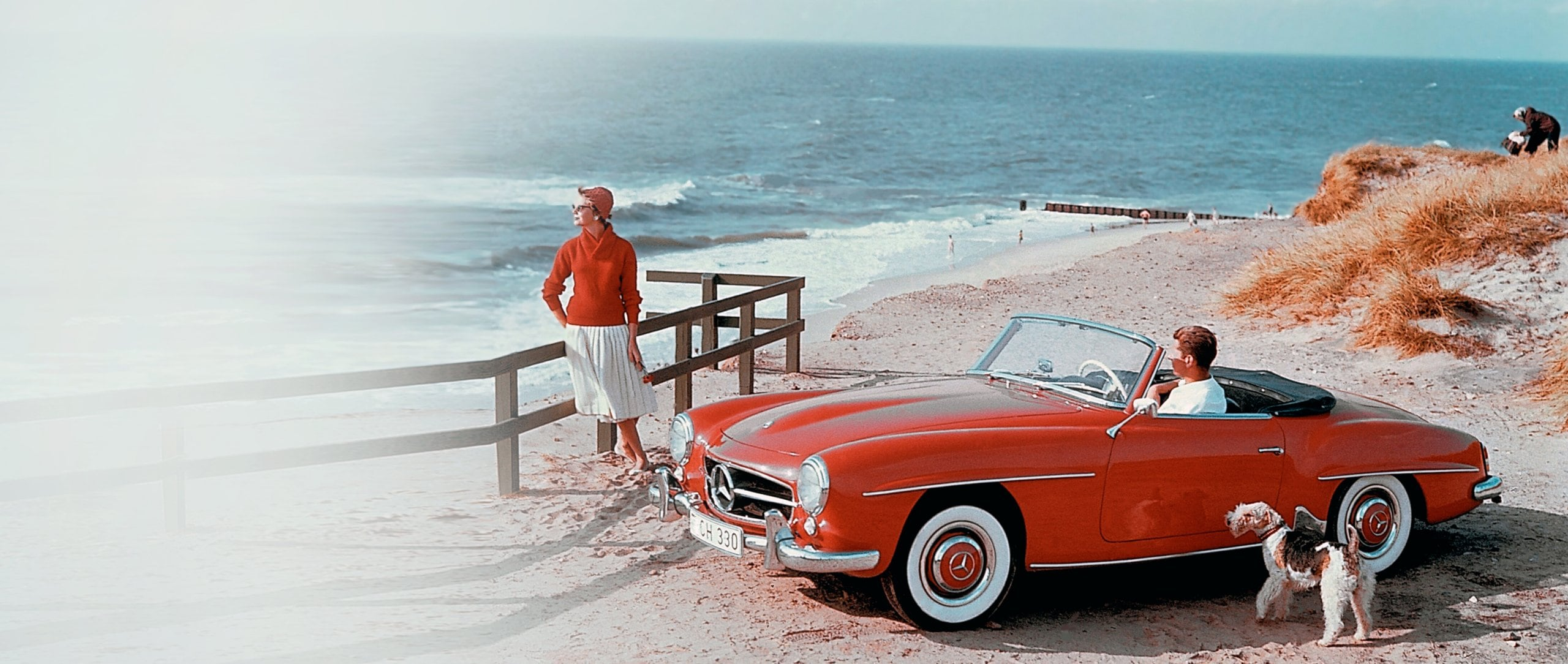 A Mercedes-Benz 190 SL (W 121) on holiday on the beach on the island of Sylt.