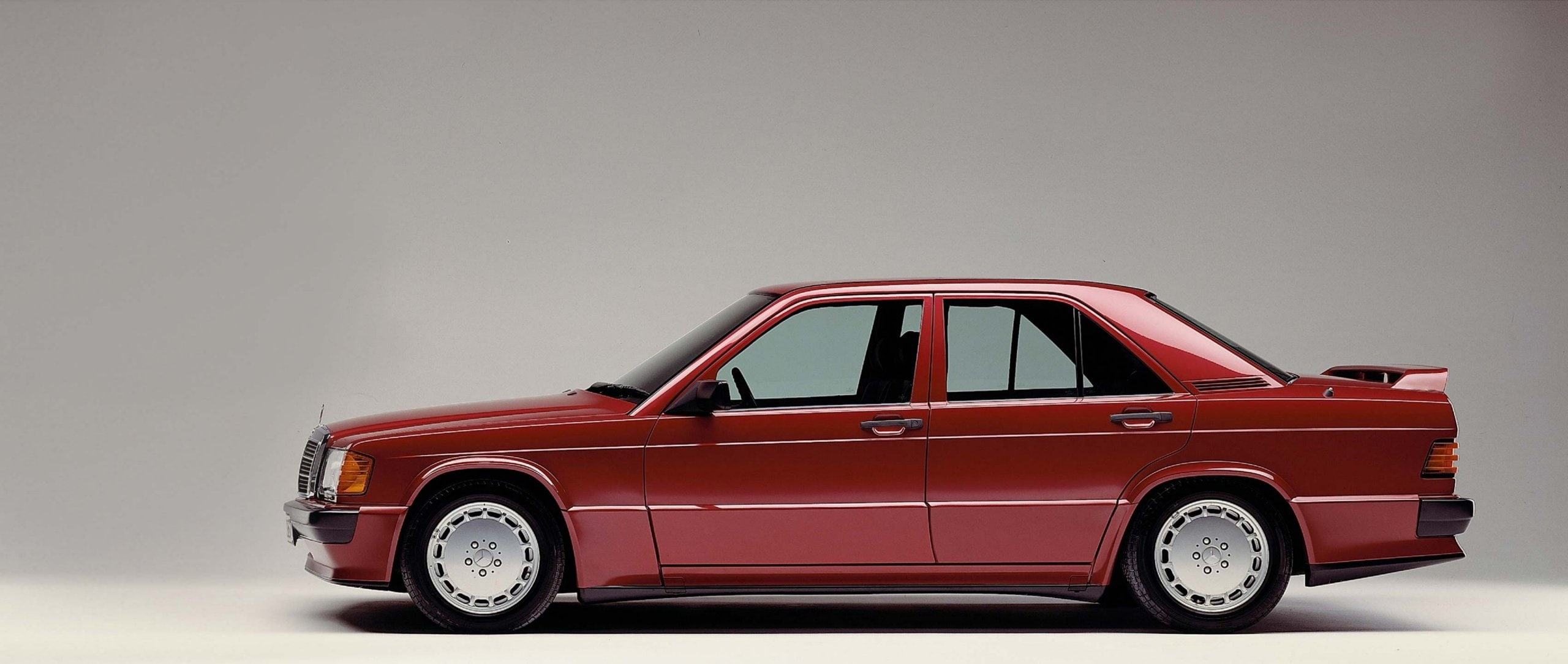 Rare Mercedes-Benz classics: 2018 the 190 E 2.5-16 (201 series) and the the 560 SE (126 series) will be 30 years old.