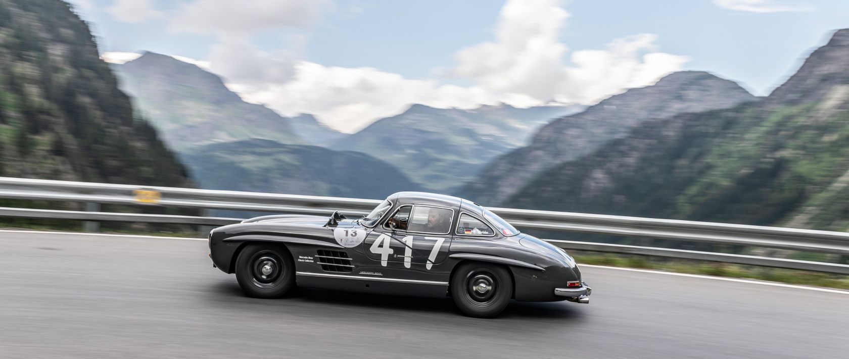 The grey Mercedes-Benz 300 SL with the starting number 417 at the Silvretta Classic Rallye Montafon.