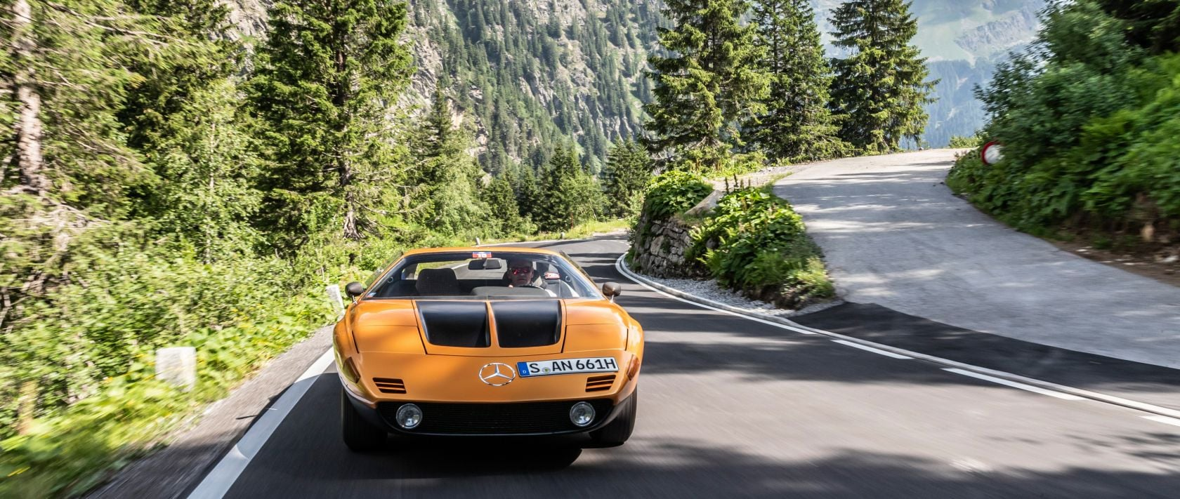 The Mercedes-Benz C 111 of the second series was powered by a 3.5-litre V8 engine generating 147 kW / 200 PS.
