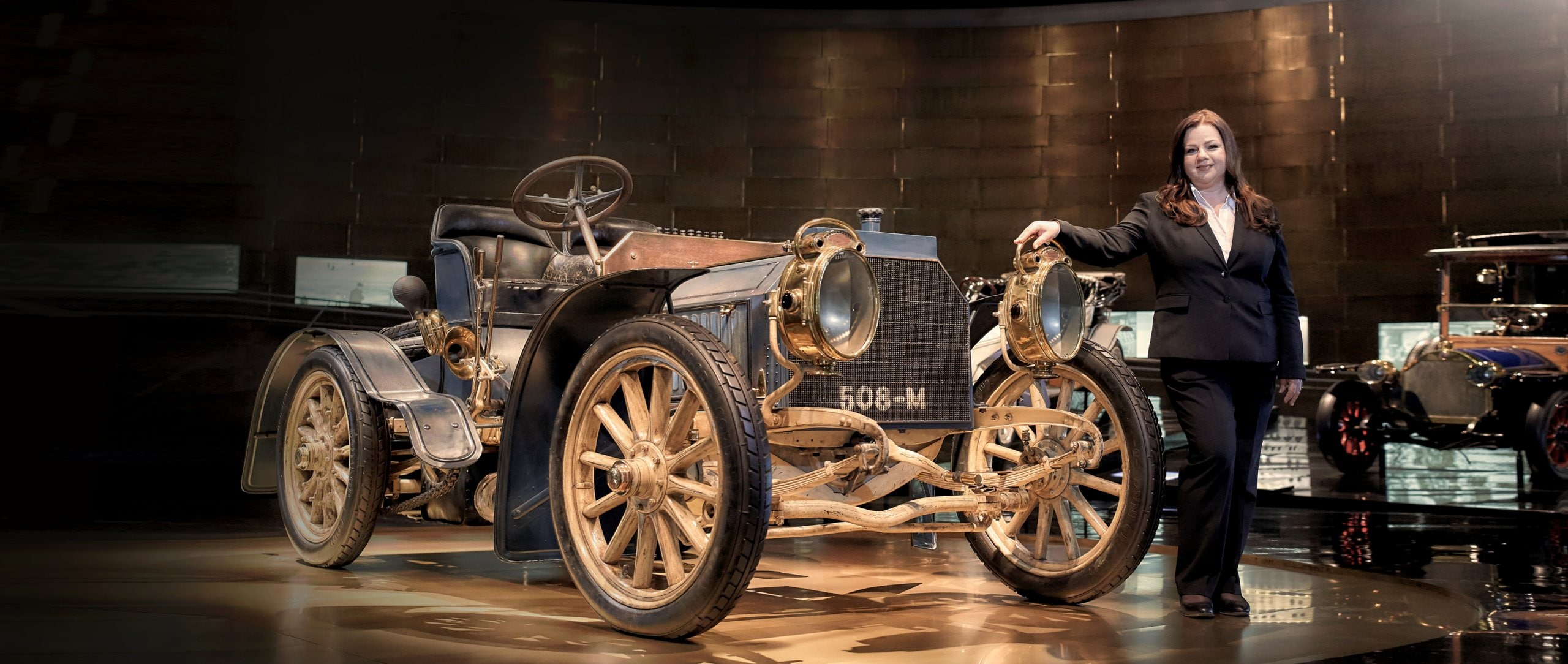 Guided tours at the Mercedes-Benz Museum: women and cars.