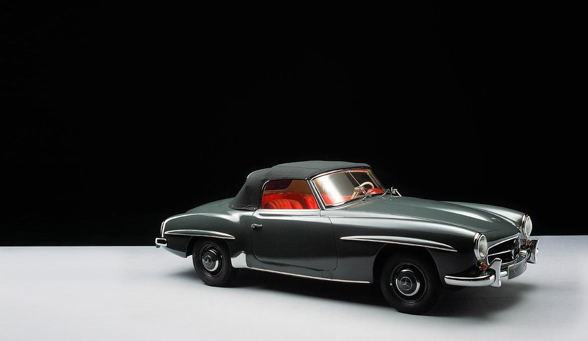 The Mercedes-Benz 190 SL is a Roadster with sporty lines. The here illustrated Cabriolet 190 SL is based on a shortened floor assembly.