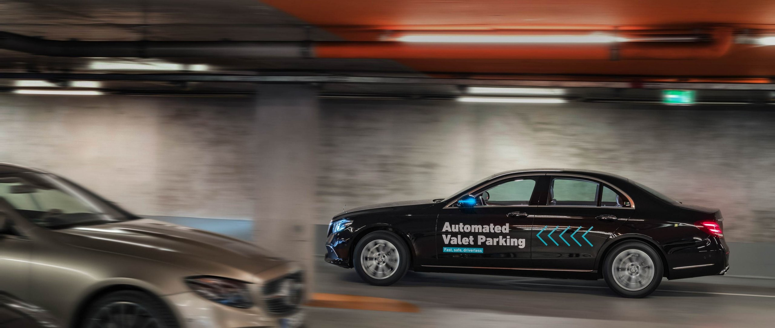 AVP: Bosch and Daimler demonstrate driverless parking in real-life traffic – world premiere in the multi-storey car park of the Mercedes‑Benz Museum in Stuttgart.