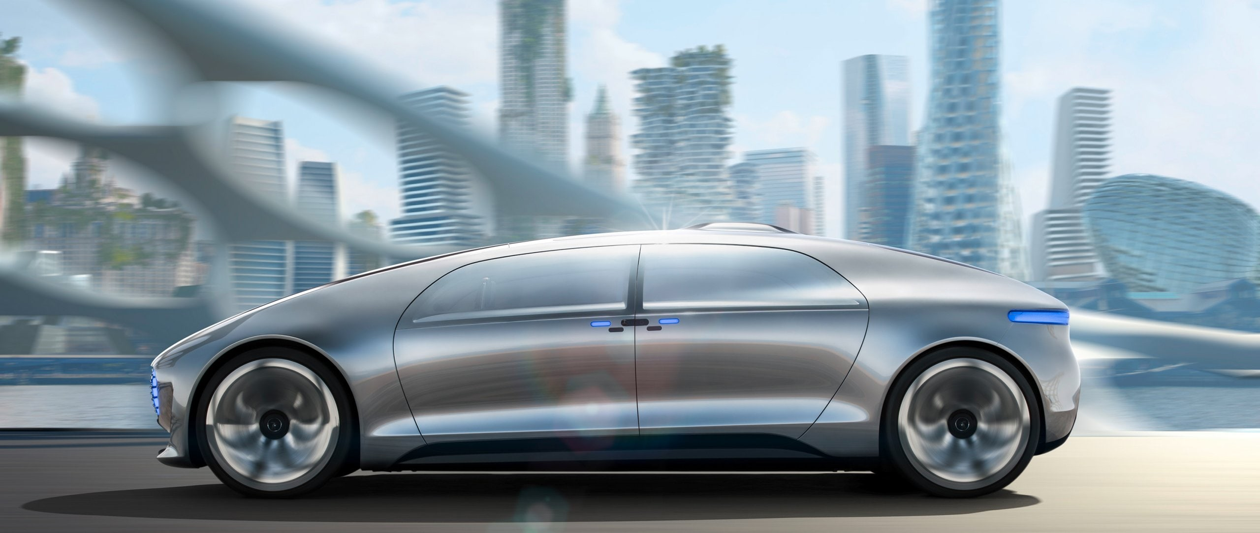 The F 015 Luxury in Motion in the city traffic of the future.