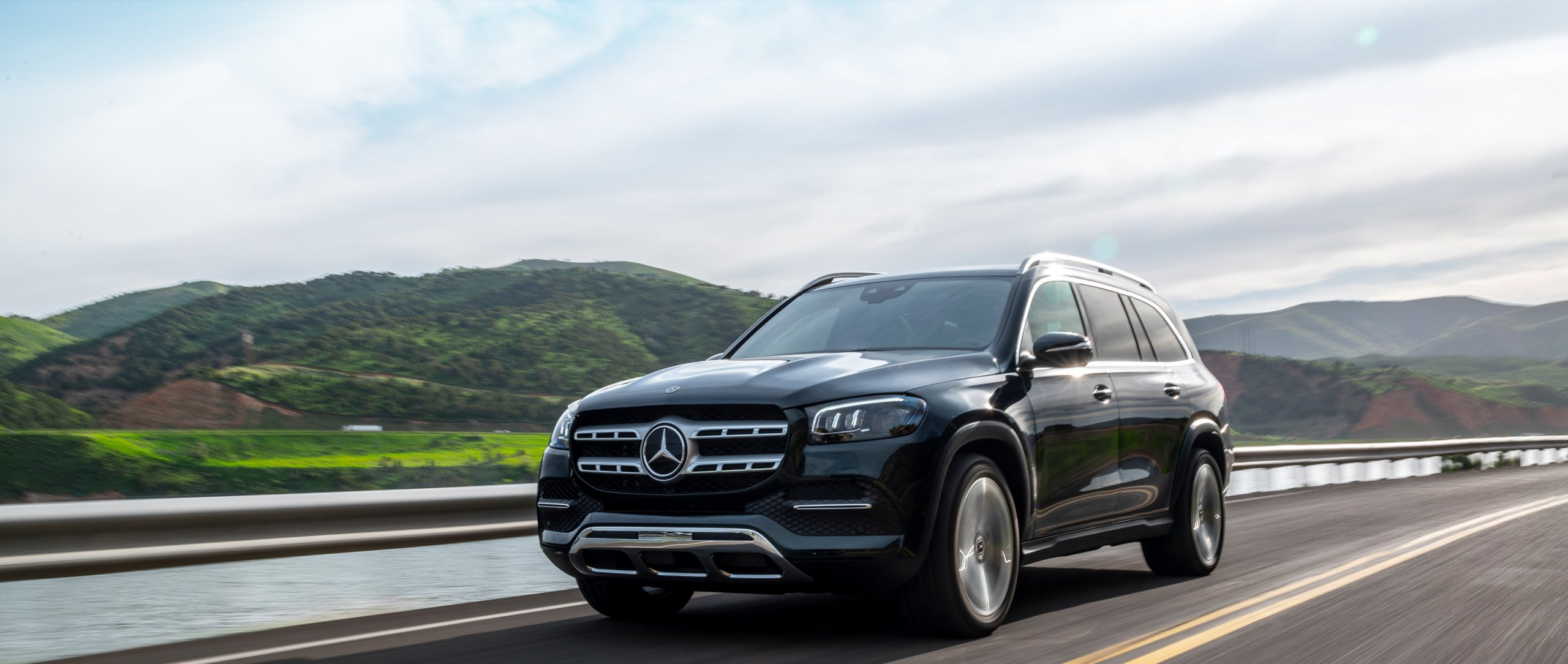 Mercedes-Benz: The Mercedes-Benz GLS uses the latest generation of Mercedes-Benz driving assistance systems to provide cooperative driver support.