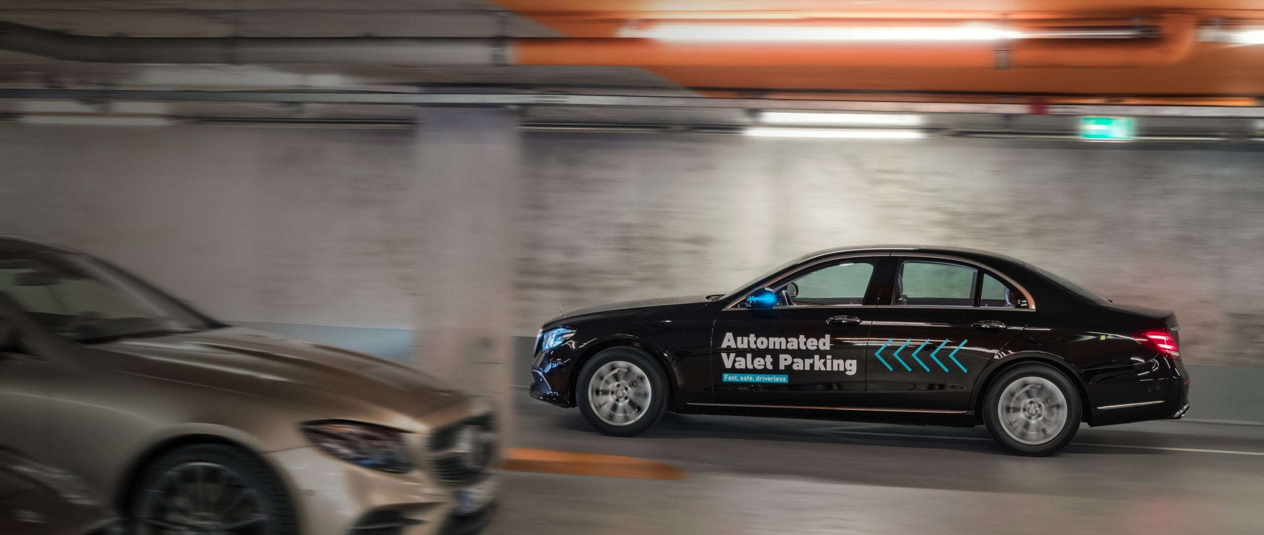 Driverless parking in real-life traffic: World premiere in the multi-storey car park of the Mercedes-Benz Museum.