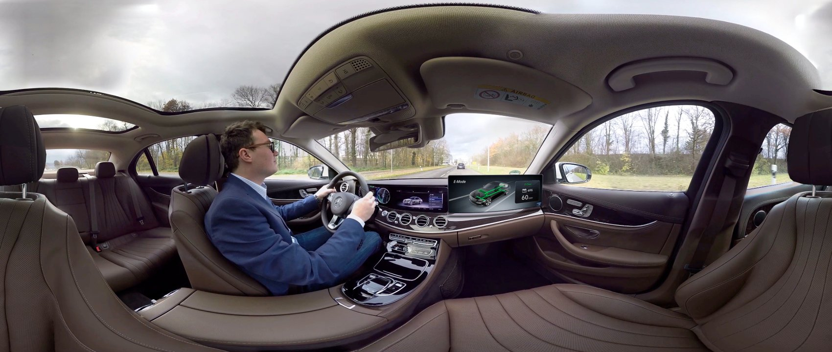 A 360 degree video of the Mercedes-Benz plug-in hybrid with EQ Power.