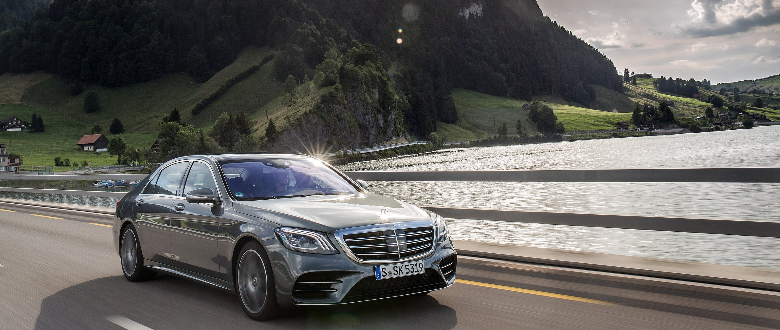 The Mercedes-Benz S-Class (V 222).