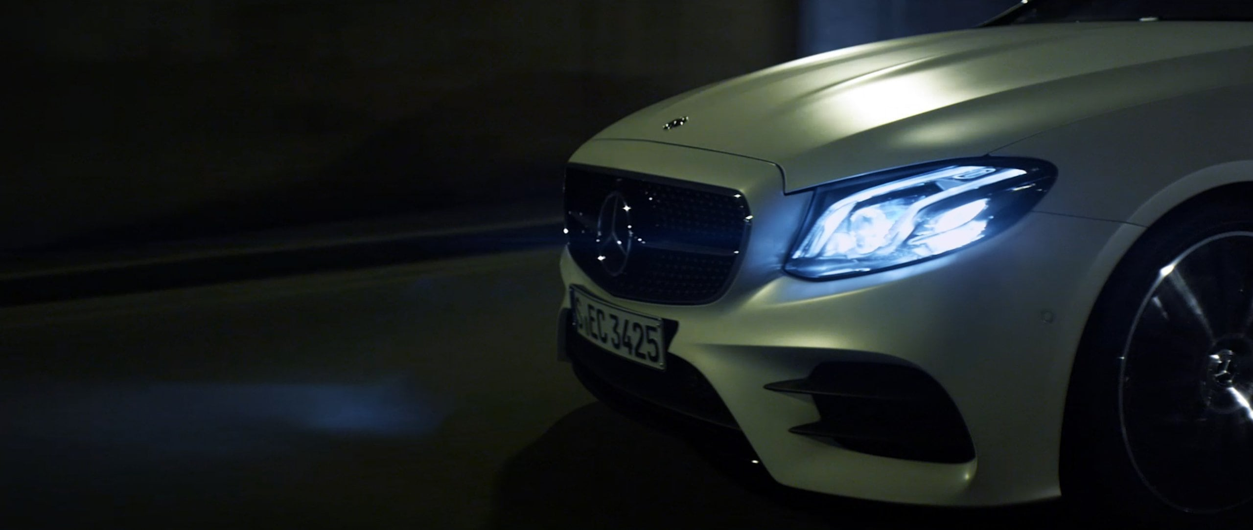 With the new Mercedes-Benz E 400 4MATIC Coupé (C 238) through the night in Barcelona.