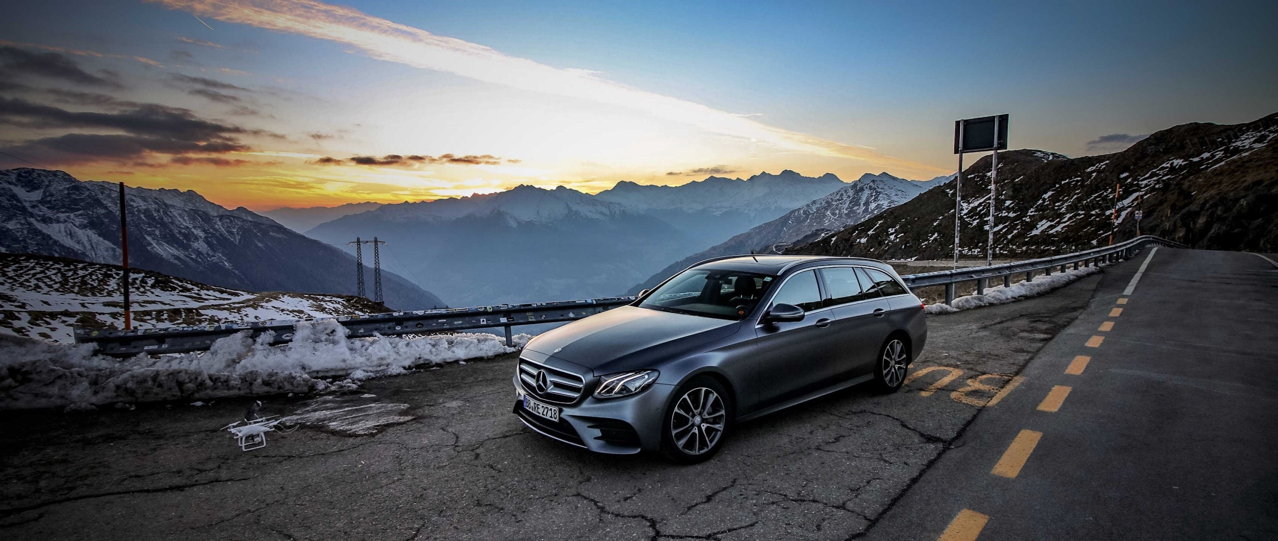 Mercedes-Benz E-Class Estate (S 213): front view on hill.