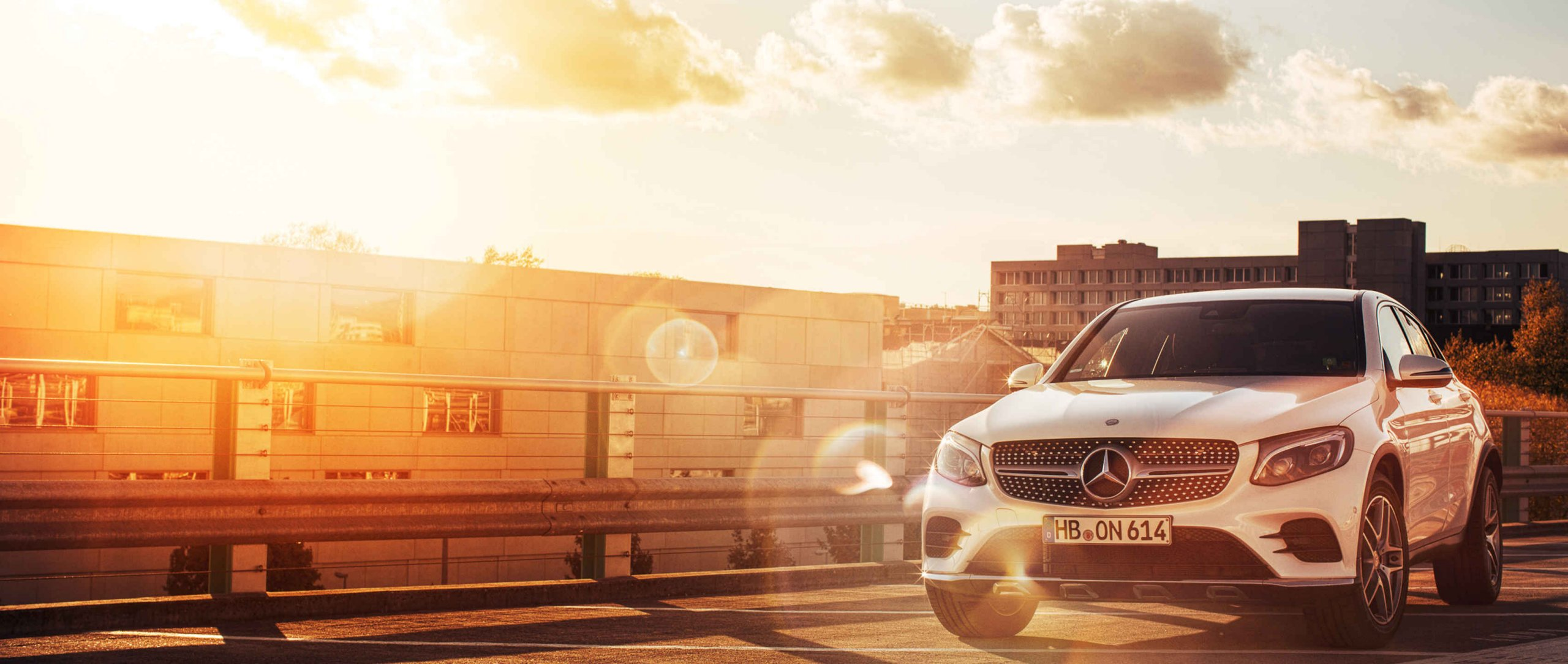 Mercedes-Benz GLC 220 d 4MATIC Coupé (C 253): Front view on roof before sunset.