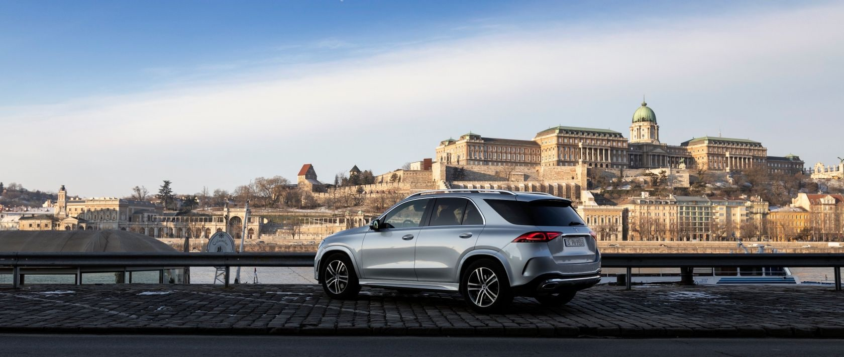 Mercedes-Benz GLE 300 d 4MATIC (V 167) in iridium silver metallic: side view.