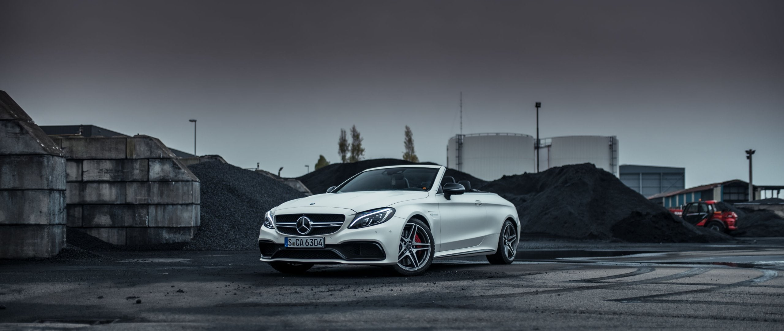 Mercedes-AMG C 63 S Cabriolet (A 205): front view of a white model.