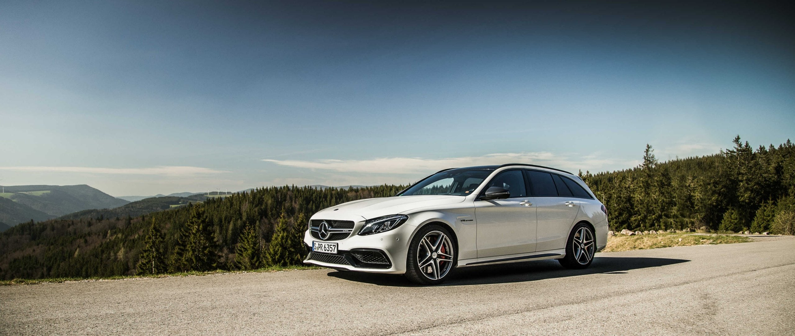 Mercedes-AMG C 63 S Estate (S 205): side view in front of mountain scenery.