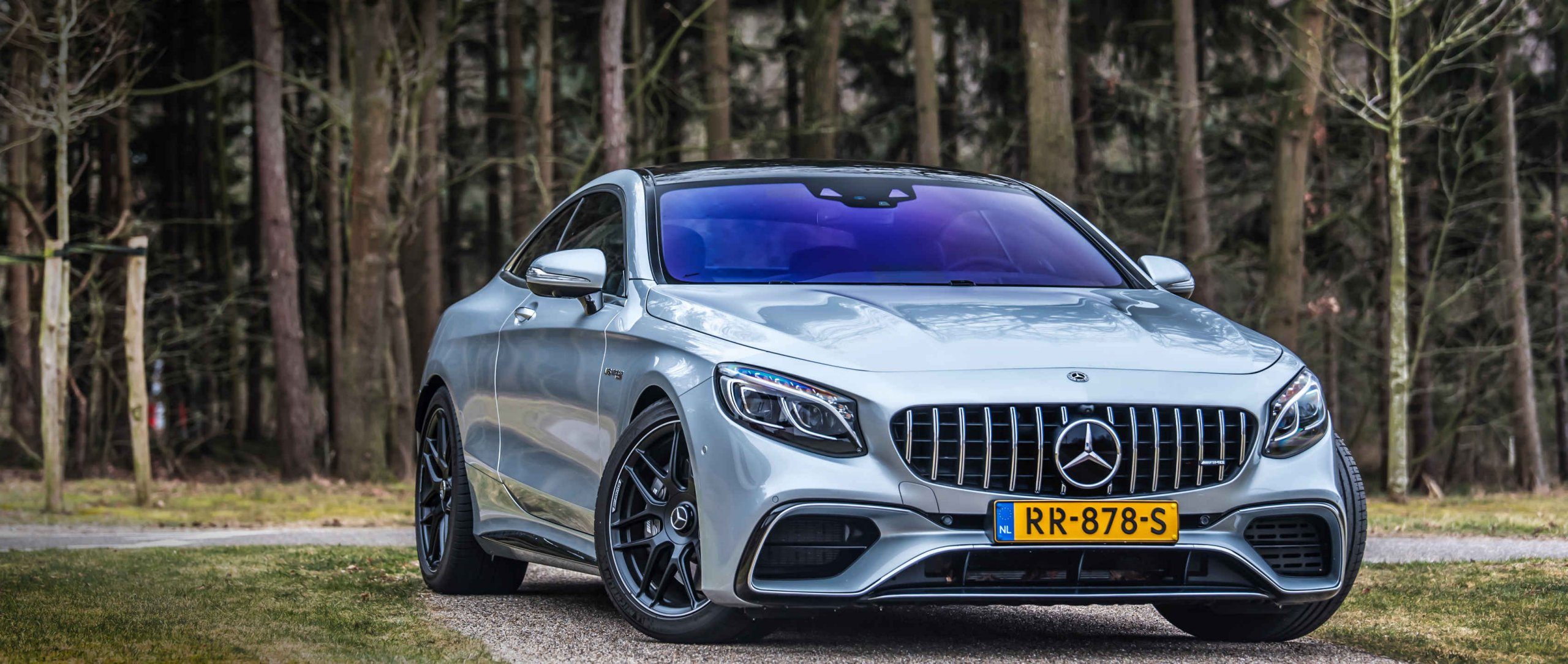 Mercedes-AMG S 63 4MATIC+ Coupé C 217 in diamond silver and with AMG Exterior Carbon package.