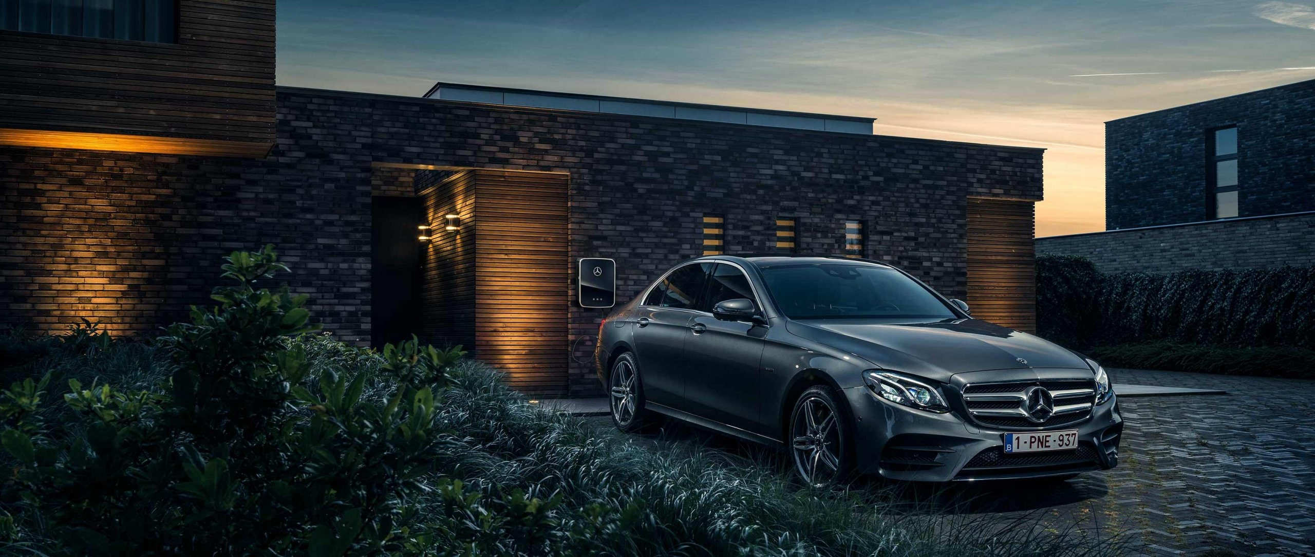 The Mercedes-Benz E 350 e (W 213) plug-in hybrid with state-of-the-art technology, high-quality materials and a forward-looking drive concept in front of a private house in Eindhoven.