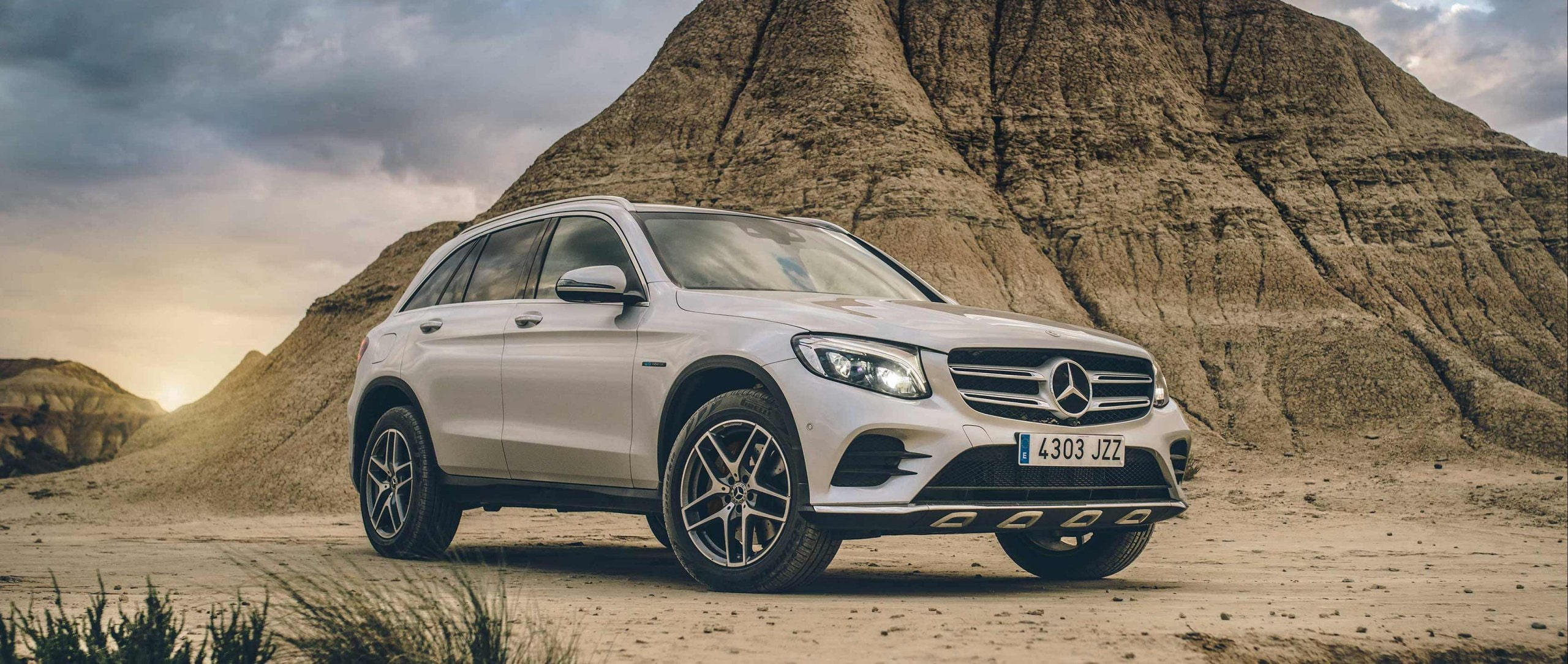 #MBsocialcar: Mercedes-Benz Calendar – September 2018: The driving experience of the GLC 350 e 4MATIC (X 253) is nowhere more contrasting than in the barren Bardenas Reales.