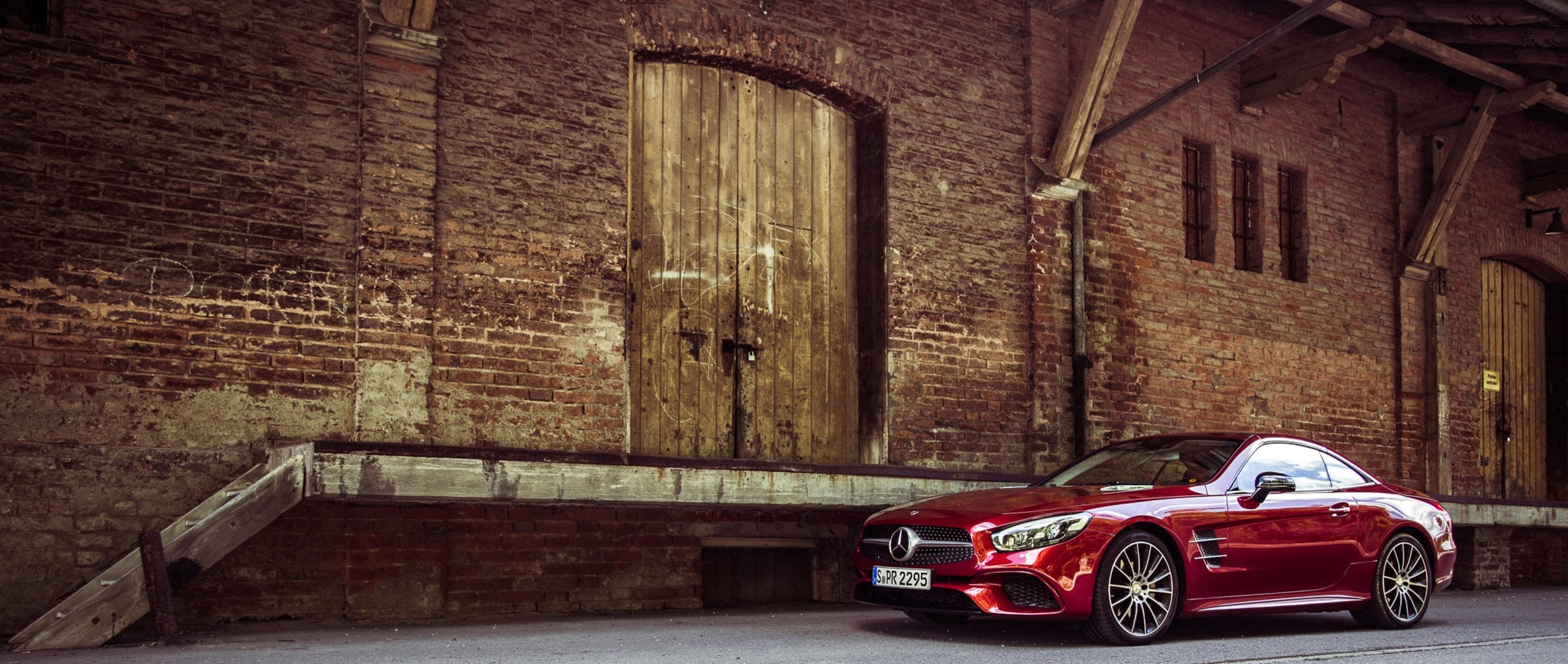 Mercedes-Benz SL (R 231): side view of a red model.