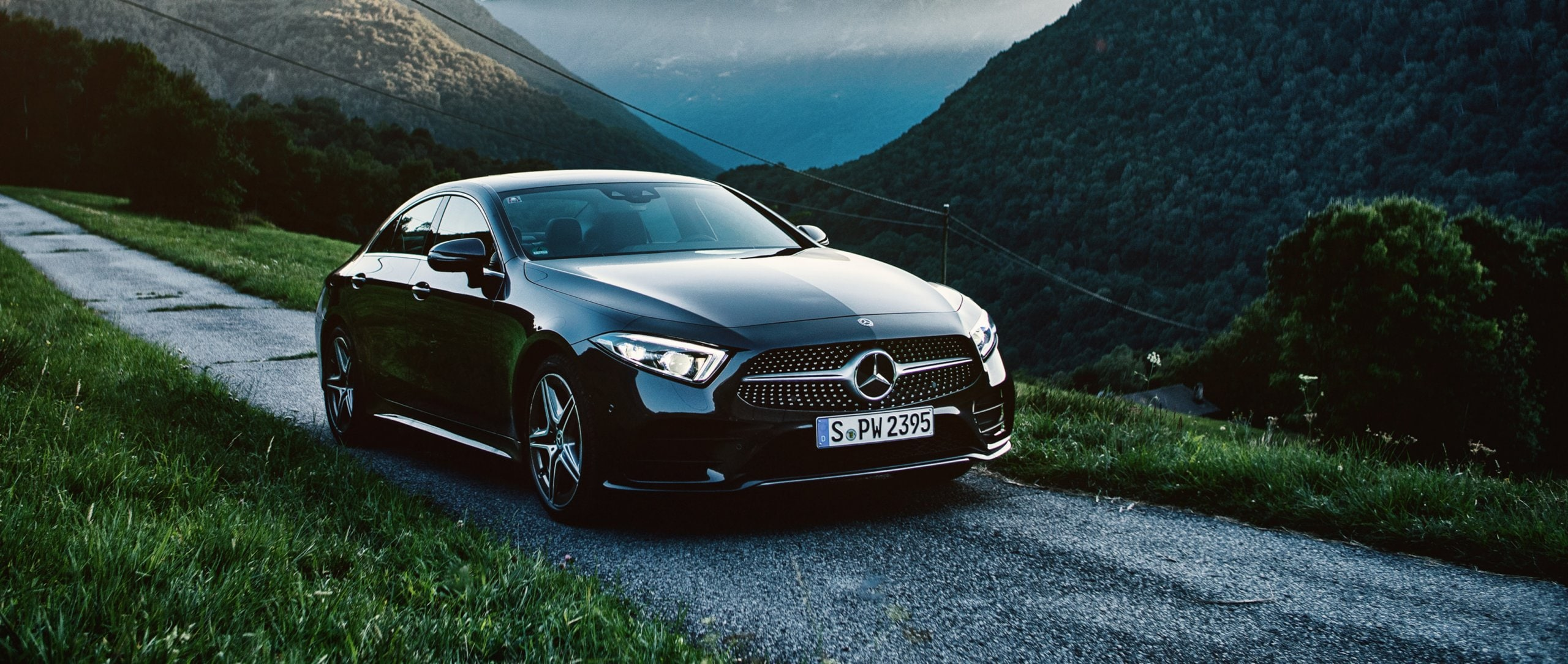 The Mercedes-Benz CLS 400 d 4MATIC on a road in the mountains.