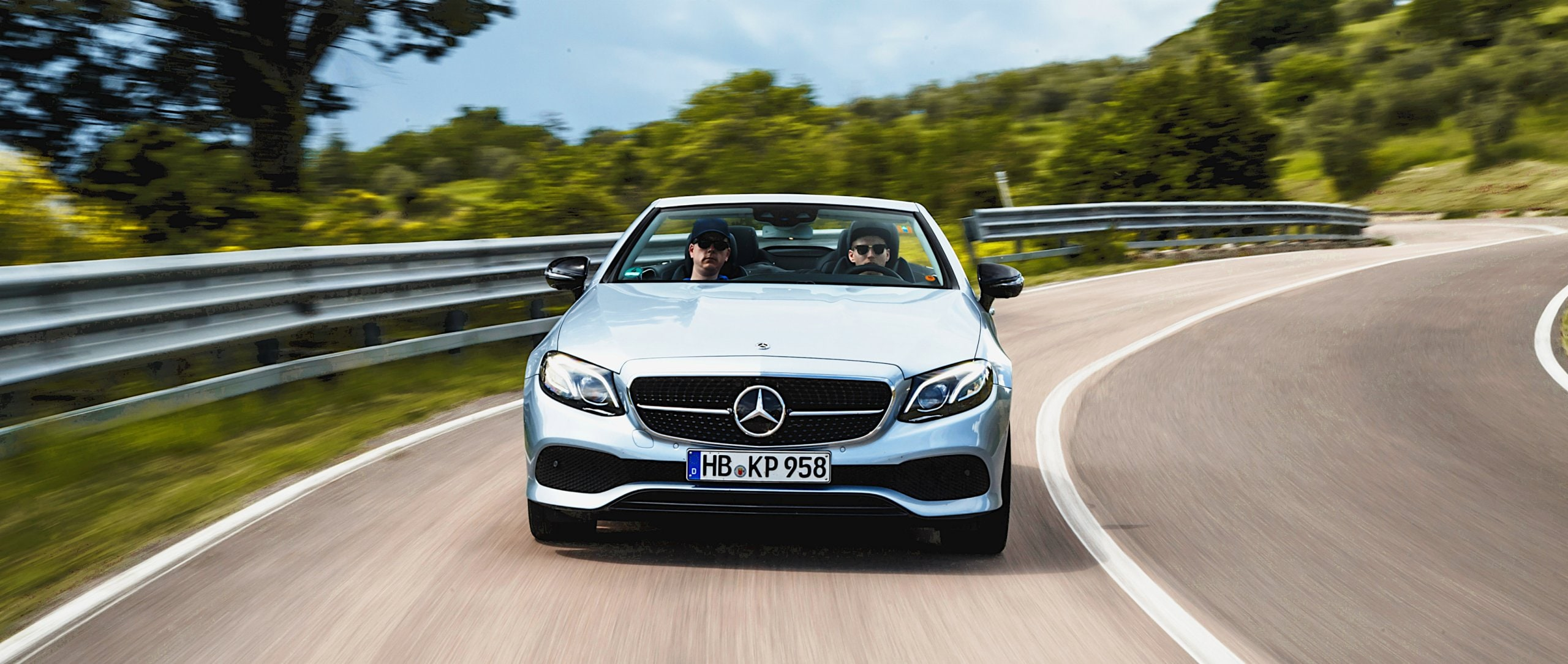 In this episode of #MBvideocar Tom Wolf takes the Mercedes-Benz E-Class Cabriolet (A 238) on a road trip through Tuscany.