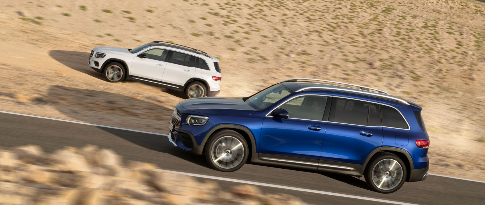The new 2020 Mercedes-Benz GLB (X 247) in polar white and in brilliant blue in the desert: side view.