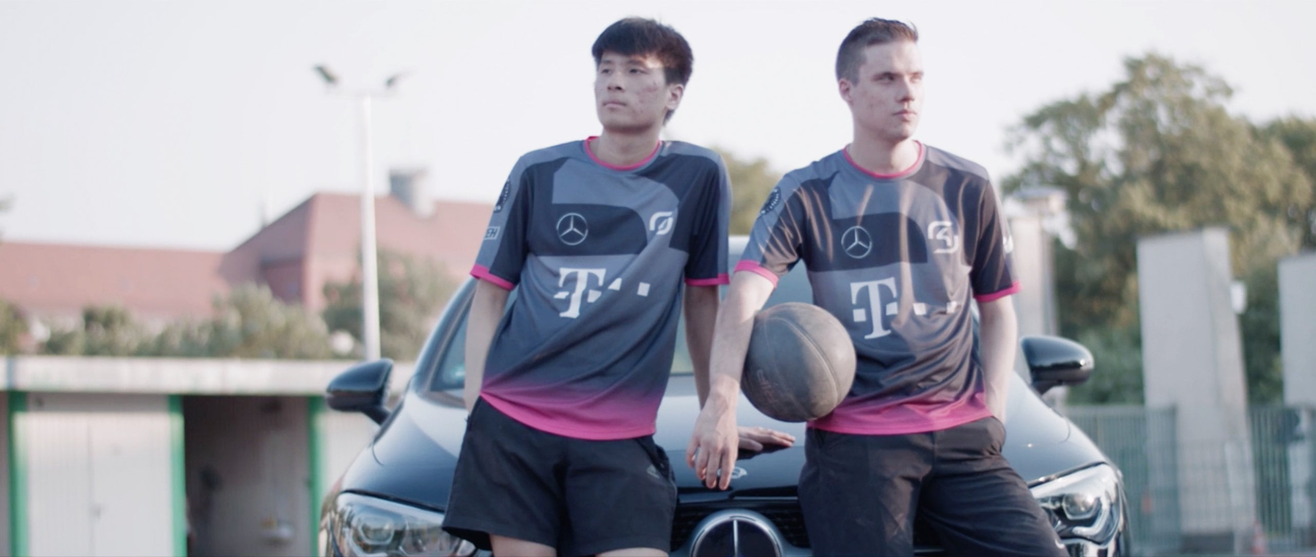 The two gamers, Juš Marušič and Min Kook Han, lean on the Mercedes-Benz CLA 200 Coupé.