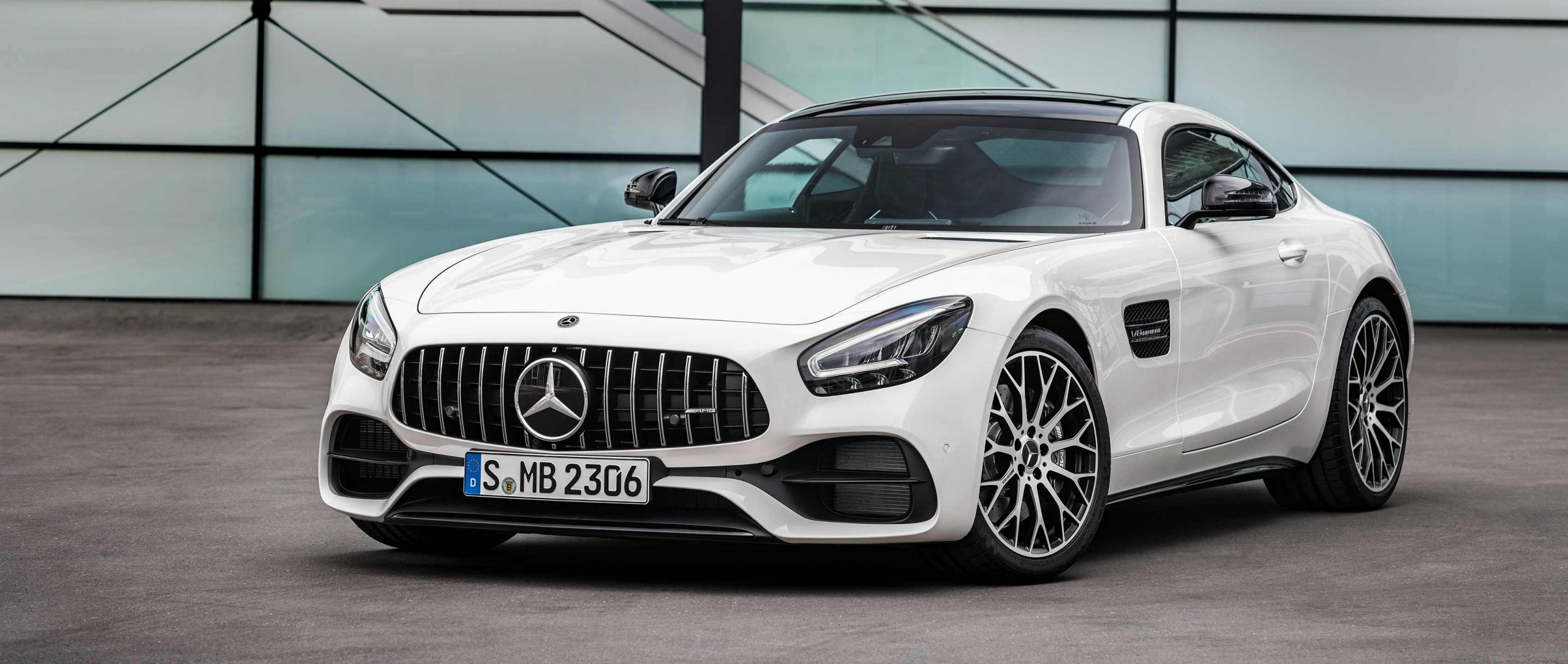 2019 Mercedes-AMG GT (C 190) Facelift in Diamond White metallic with AMG Night Package