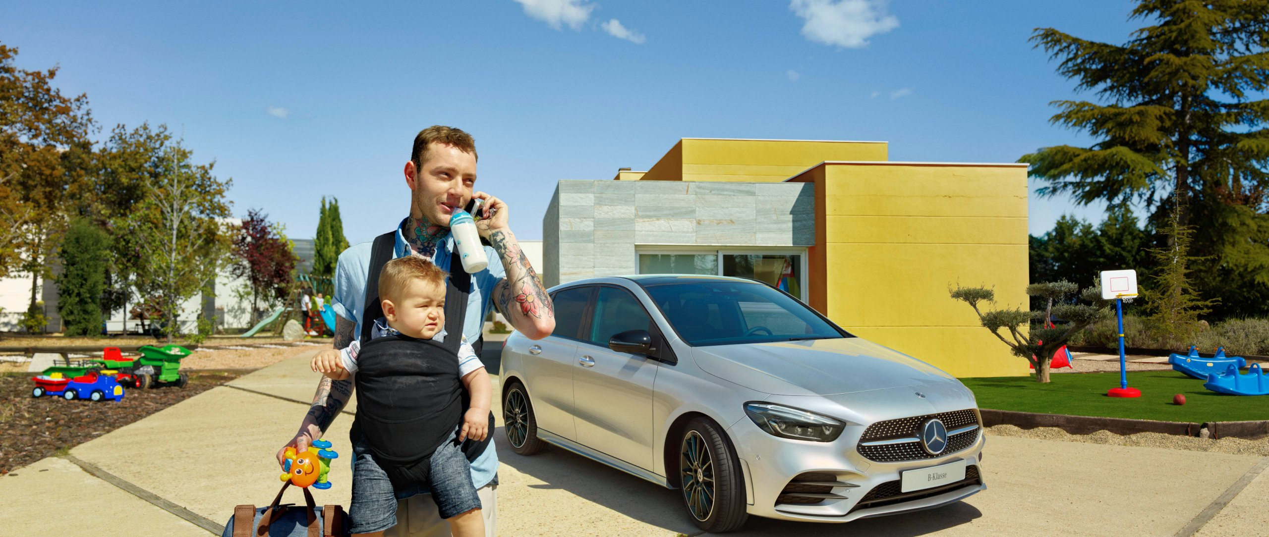 A father with his baby in front of the 2019 Mercedes-Benz B-Class (W 247).