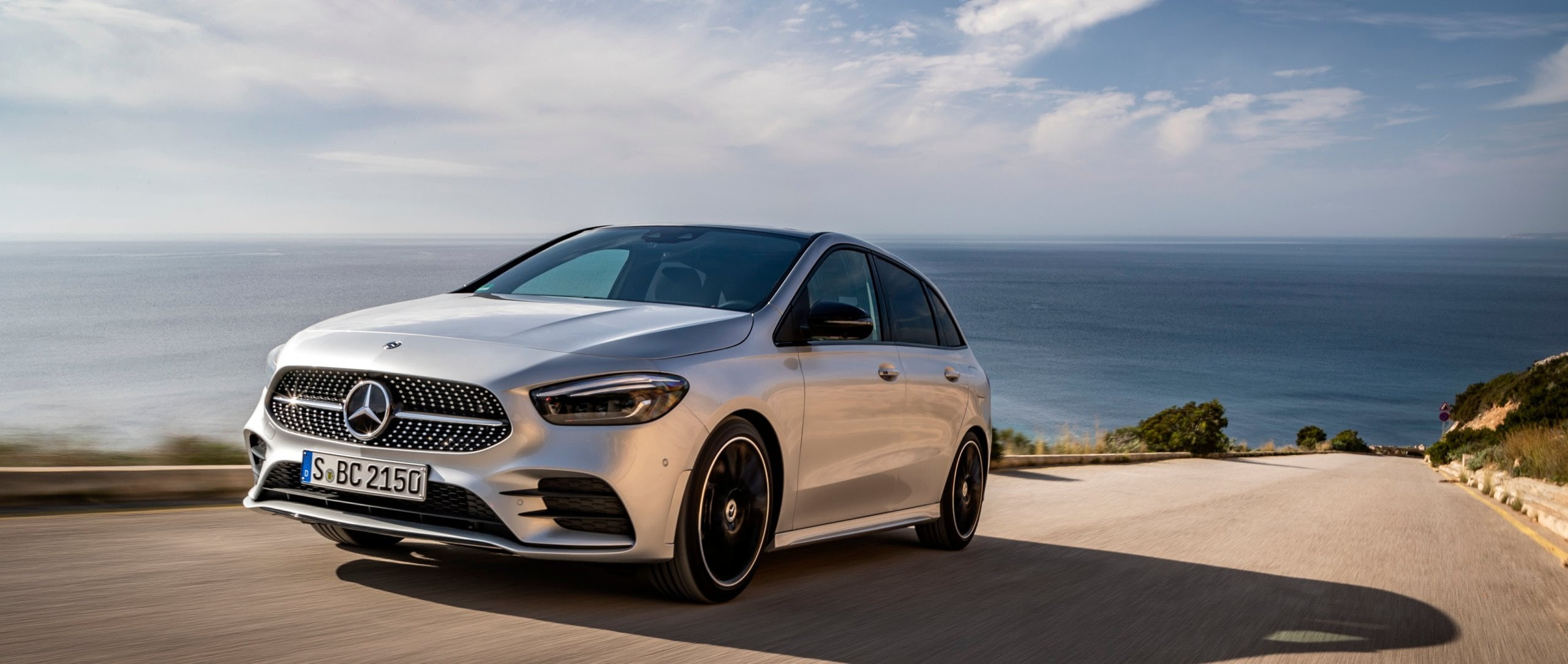 The new 2019 Mercedes-Benz B-Class (W 247) in iridium silver – test driven by YouTuber Jessica Chou.