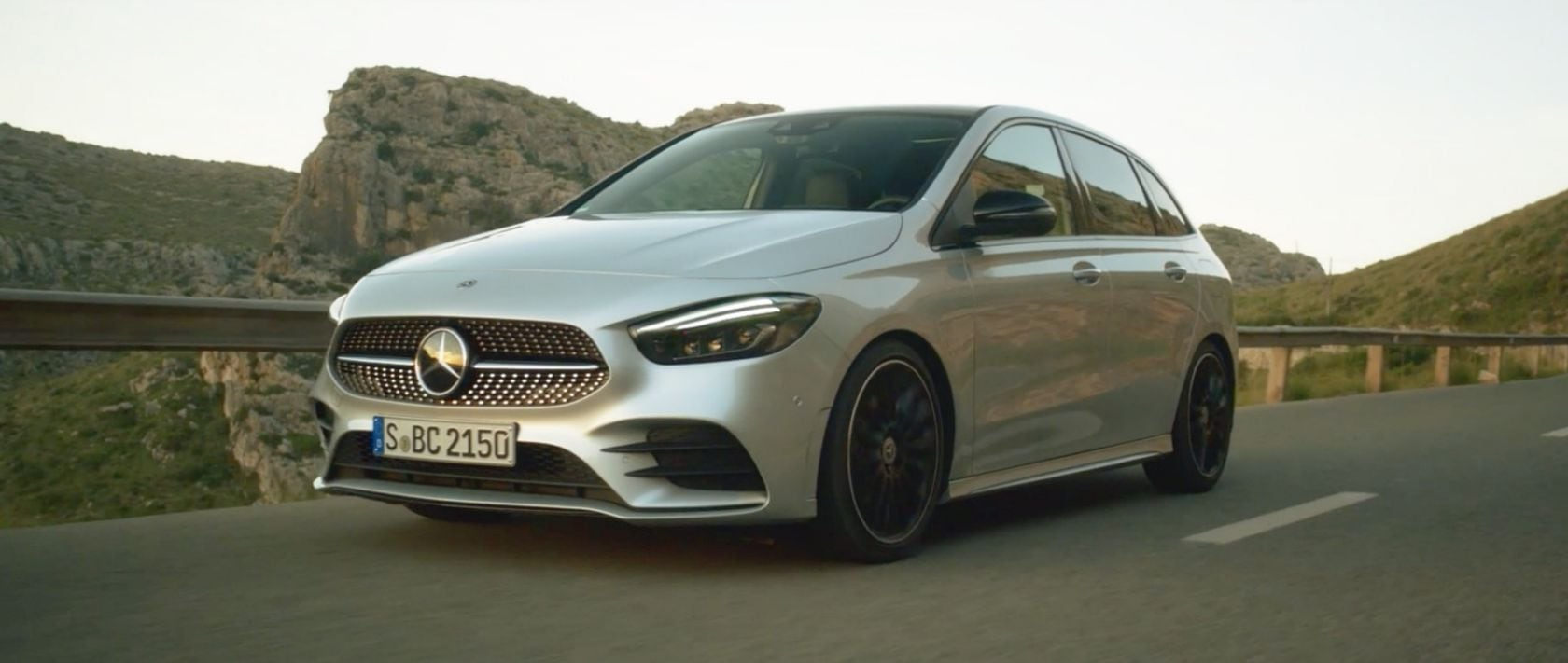 The Mercedes-Benz B-Class (W 247): Front view.