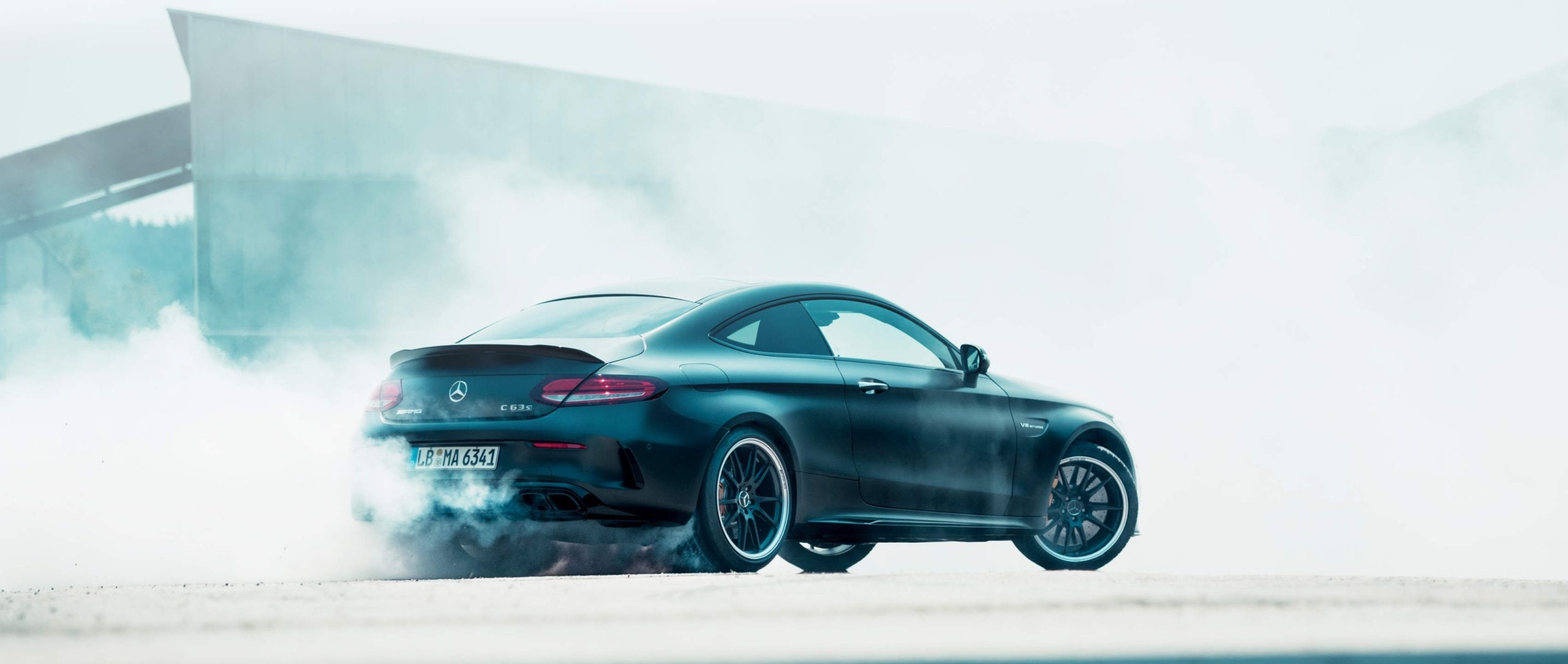 Mercedes-Benz: The Mercedes-AMG C 63 S Coupé (C 205) disappears in a thick cloud of smoke while drifting.