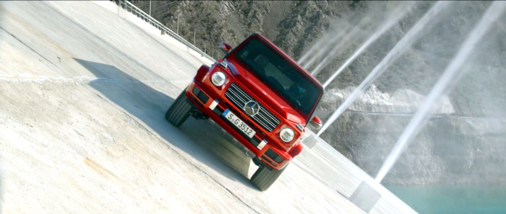 The Mercedes-Benz G 350 d (W 463) in designo hyacinth red metallic on the Punta Negra dam.
