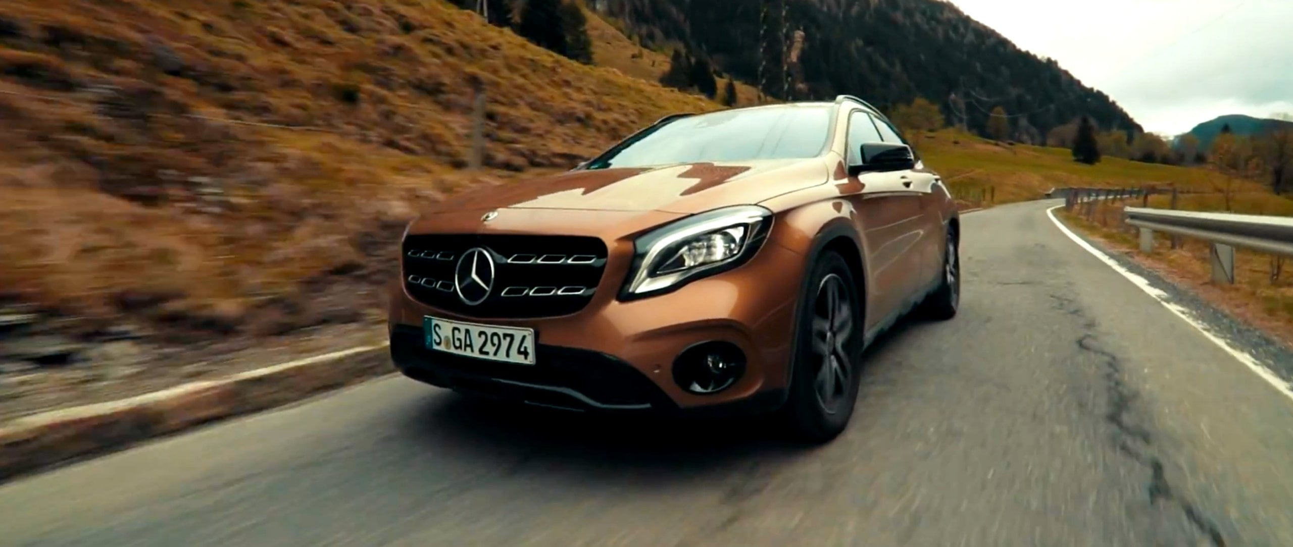 Mercedes-Benz: #MBvideocar – GLA in Hungary.