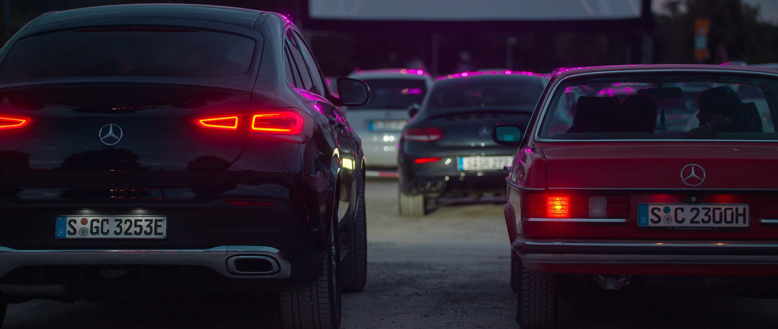 The new Mercedes-Benz GLE 350 de 4MATIC Coupé is in a drive-in cinema, next to it a Mercedes-Benz classic car.
