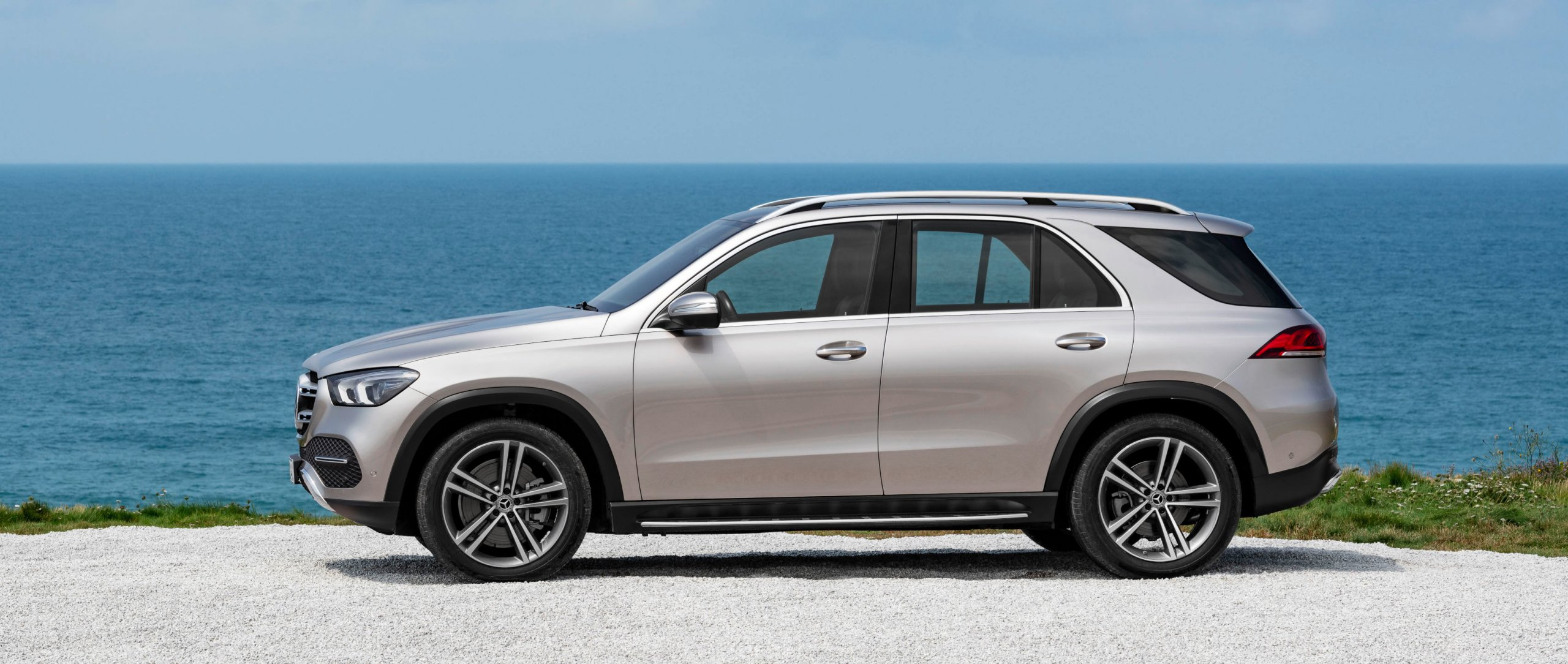 The Mercedes-Benz GLE 450 4MATIC 2018 (W 167) in mojave silver.