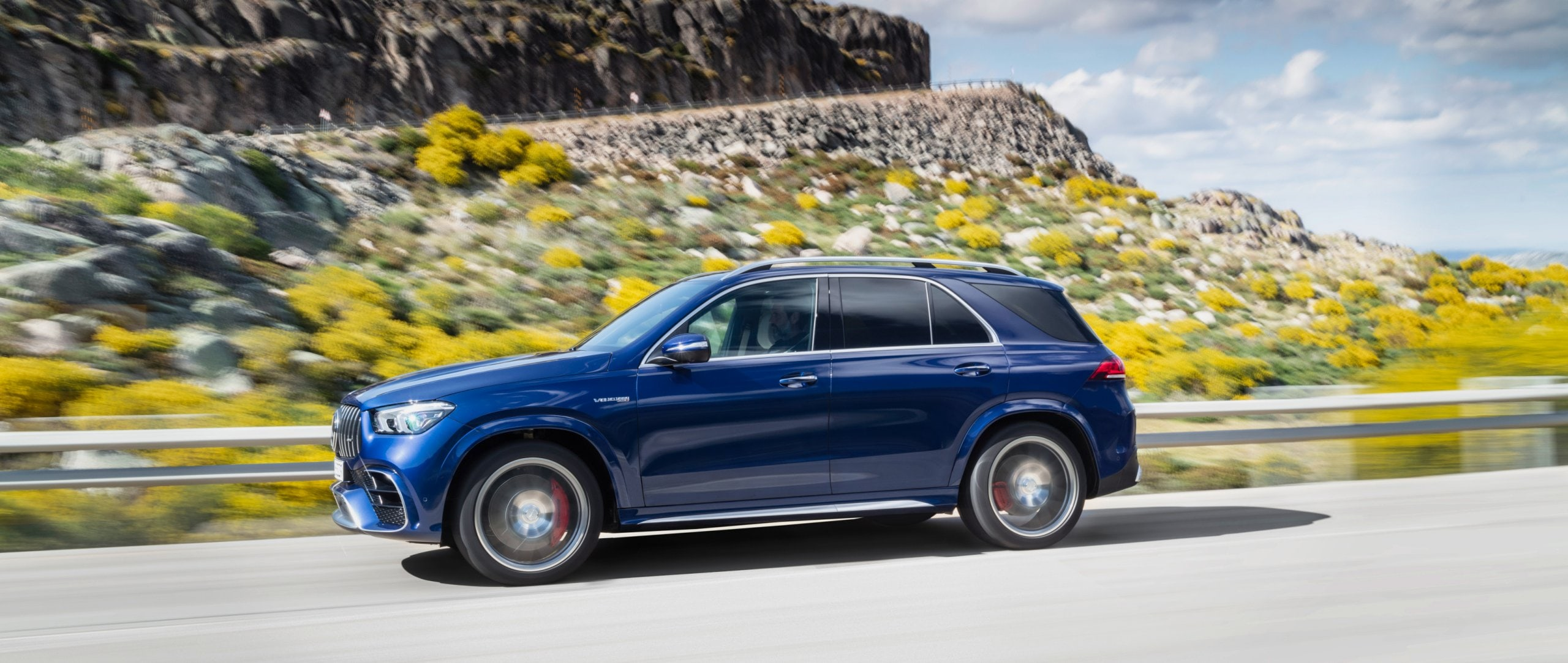 The new 2020 Mercedes-AMG GLE 63 S 4MATIC+ (W 167) in galaxy blue from the side.