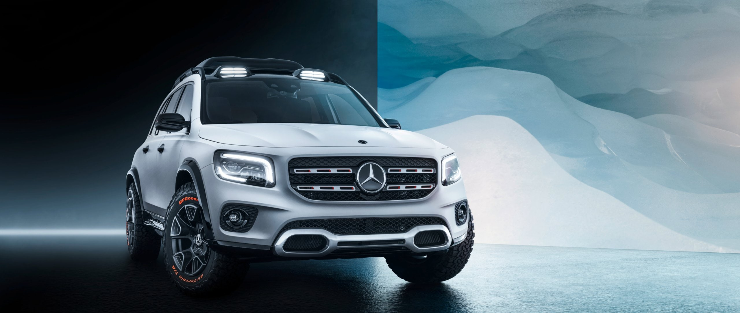Front view of the Mercedes-Benz Concept GLB in designo cashmere white magno.
