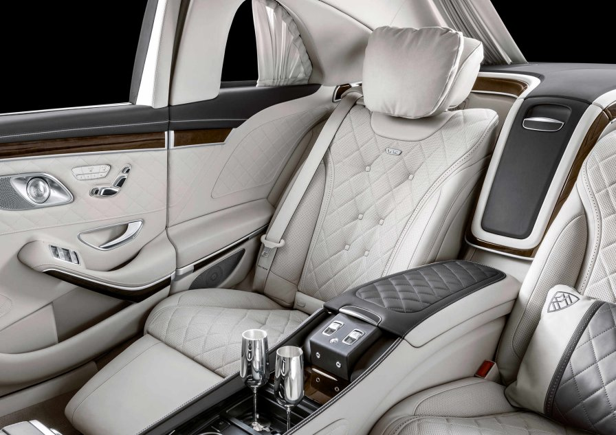 Mercedes-Benz: The new Mercedes-Maybach S 650 Pullman.
