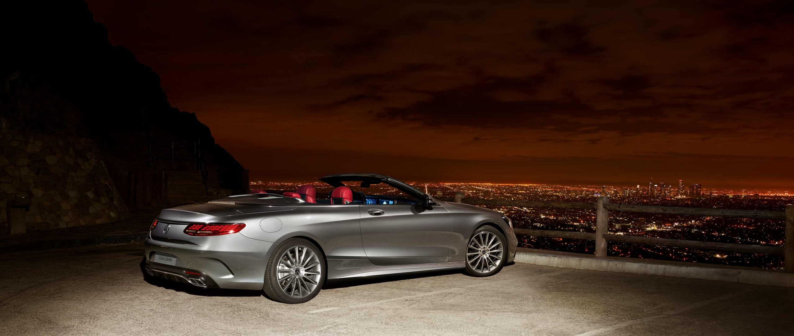 Mercedes-Benz: S-Class facelift model series 217 – The new S 560 Coupé (C 217) and S 560 Cabriolet (A 217).