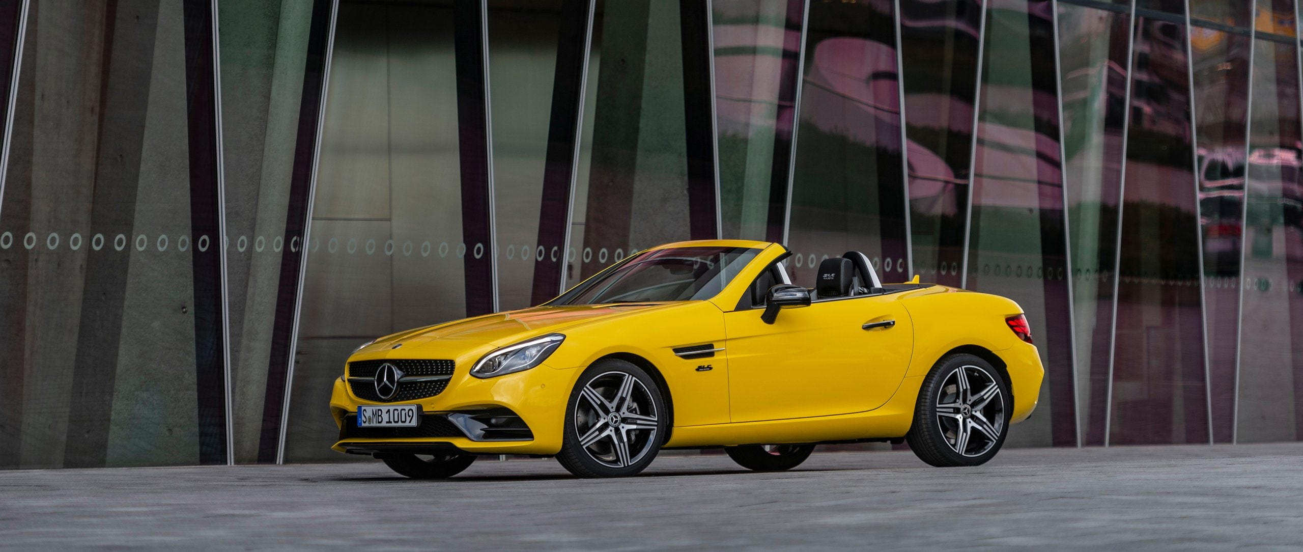 Mercedes-Benz SLC 300 Final Edition (R 172) in sun yellow with Night Package and AMG Line Exterior.