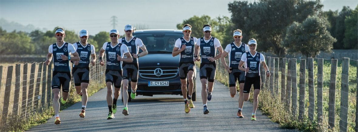 TEAM SPORT FOR GOOD is accompanied by the Mercedes-Benz V-Class when training.