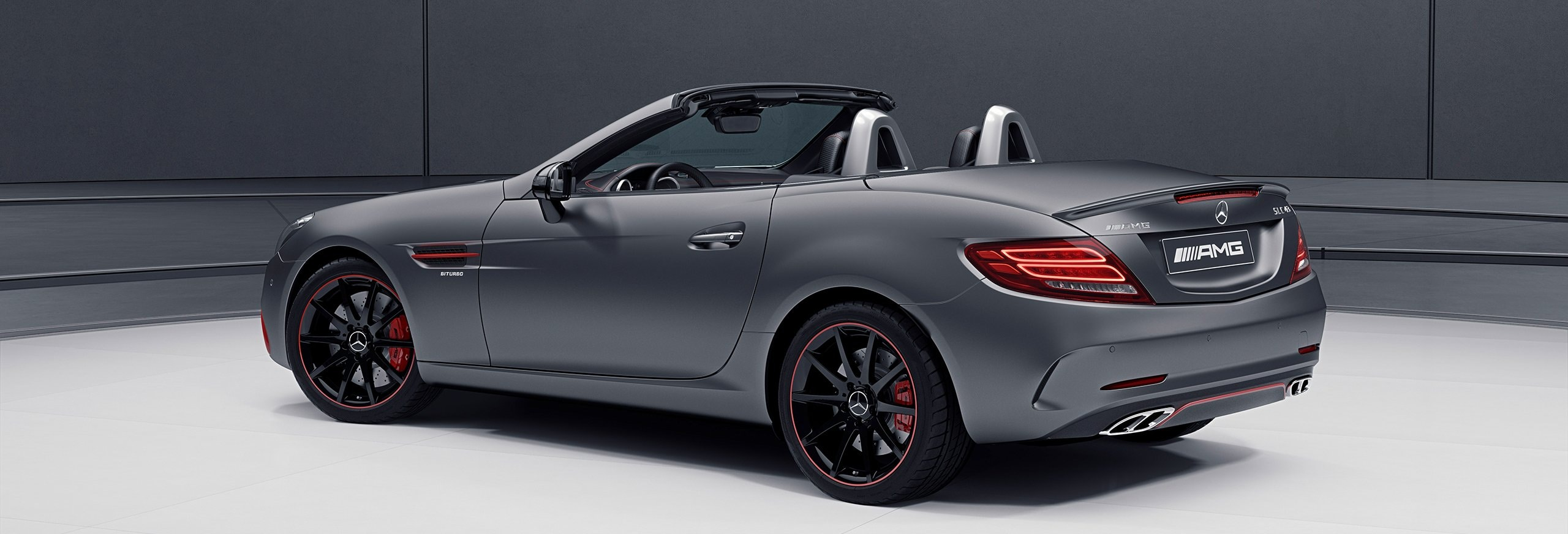 The AMG RedArt Edition for the Mercedes-AMG SLC 43 provides expressive highlights with stylishly placed red elements.