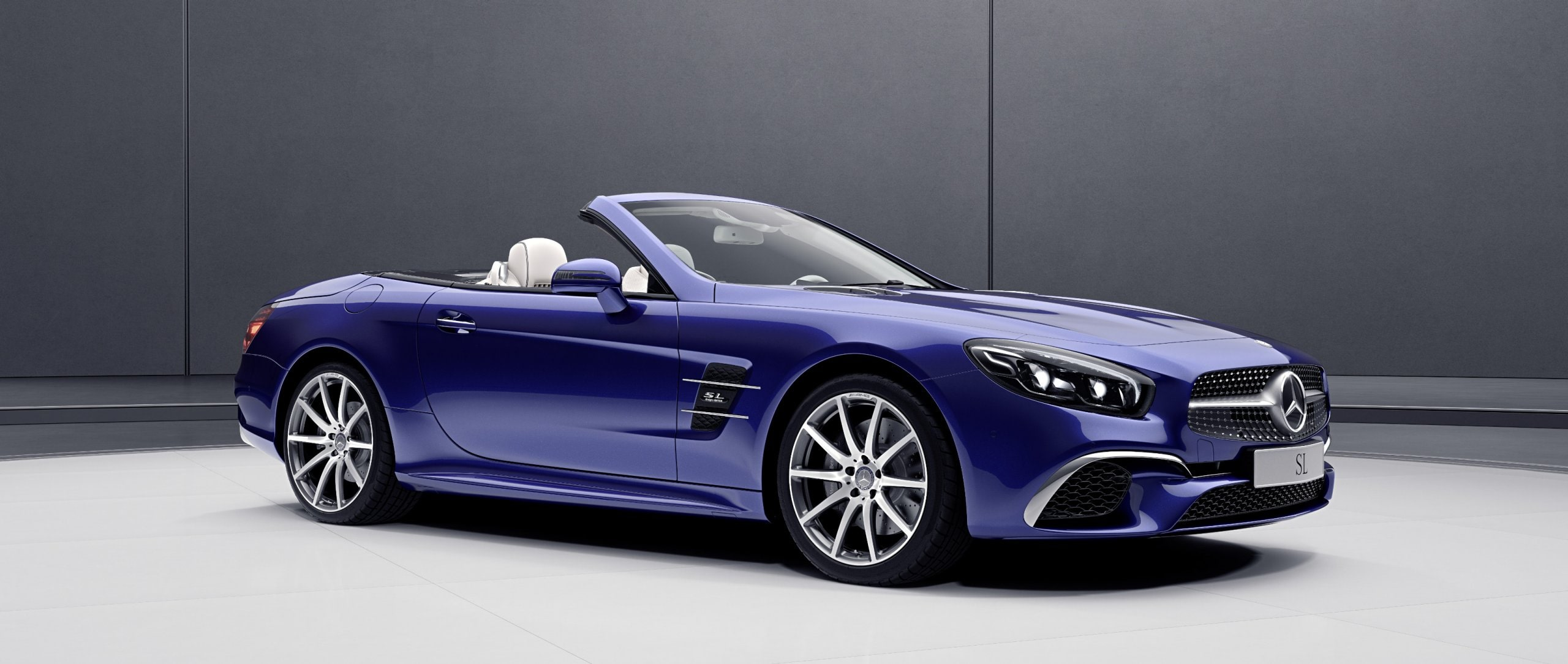 The Mercedes-Benz SL designo Edition (R 231) is tailored towards exclusivity and fine interior design.