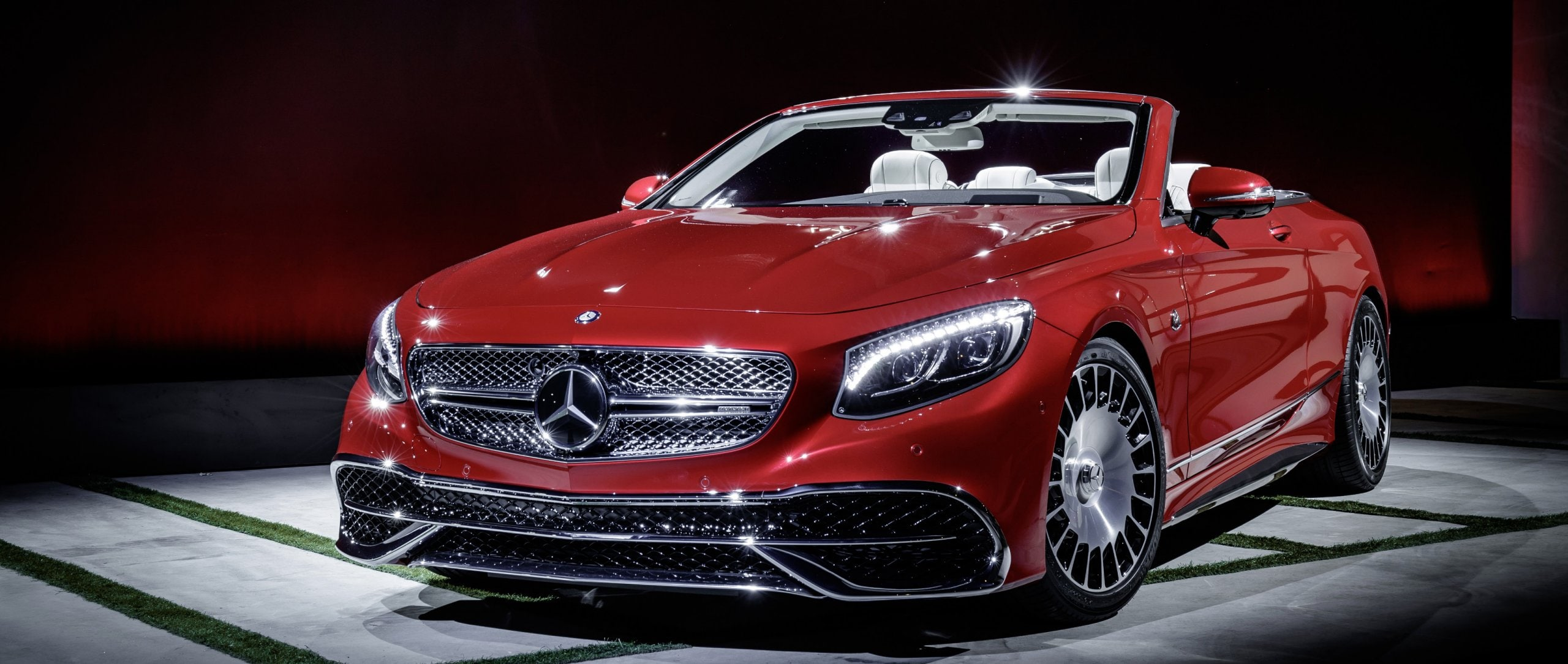The Mercedes-Maybach S 650 Cabriolet is celebrating its debut at the LA Auto Show and is all set to hit markets in the spring of 2017 – limited to 300 examples.