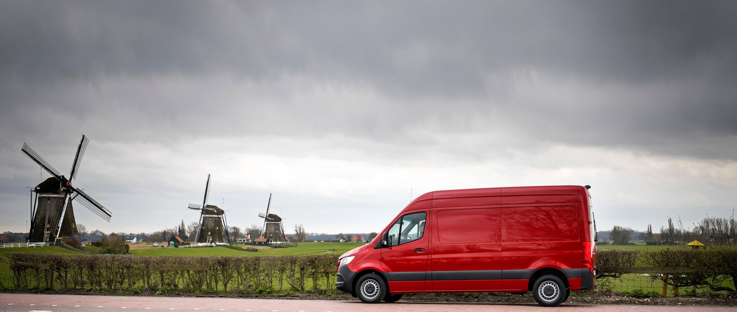 The new Sprinter is driving on a country road